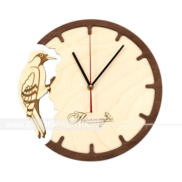 Часы деревянные Дятел